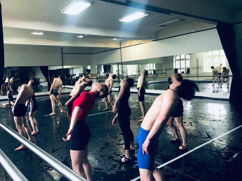 Šlapios KVMT baleto trupės repeticijos su choreografu E. Clugu ir asistentu G. Žmavc. Jelenos Lebedevos nuotr.