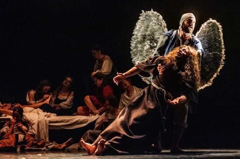 """""""Tarp Lenos kojų, arba """"Švenčiausiosios Mergelės Marijos mirtis"""" pagal Mikelandželą Karavadžą"""", rež. Agata Duda-Gracz. Dmitrijaus Matvejevo nuotr."""