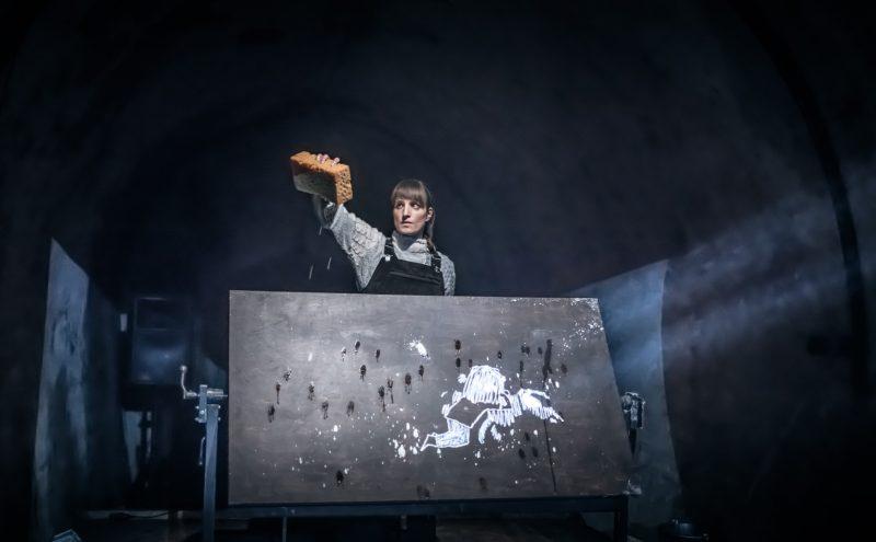 """Liublianos lėlių teatro spektaklis """"Kažkur kitur"""". Jaka Varmuž nuotr."""