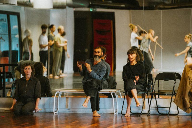 """""""Mikado"""" repeticija. Iš kairės: choreografai Agnija Šeiko, Andrea Valfrè ir Vittoria de Ferrari Sapetto. Eglės Sabaliauskaitės nuotr."""