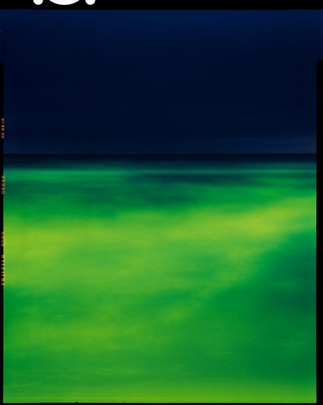 Paulius Makauskas. Naujos jūros XXVII. 2020. Didelio formato (4x5) skaidrė, reversinis chromogeninis atspaudas.
