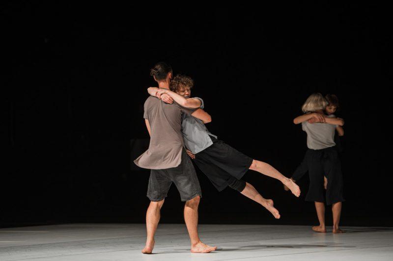 """Šeiko šokio teatro spektaklis """"Audros akis"""", choreografas Rachid Ouramdane. Eglės Sabaliauskaitės nuotr."""